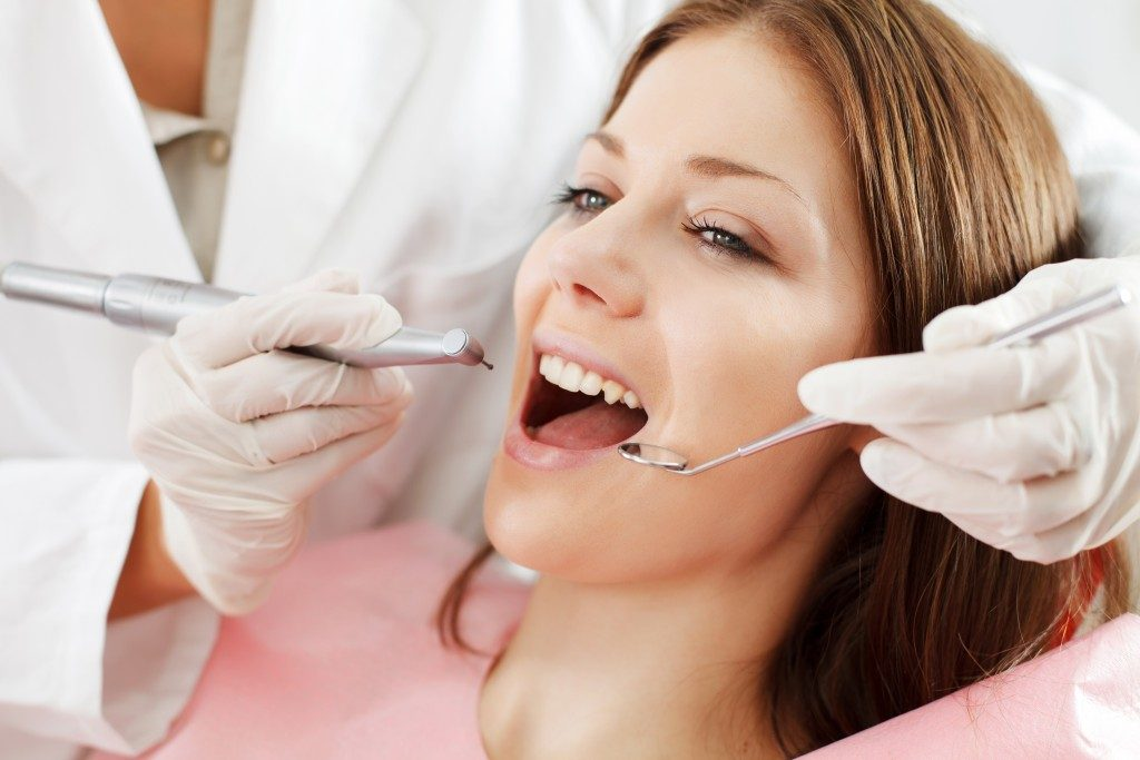 Woman getting an oral prophylaxis