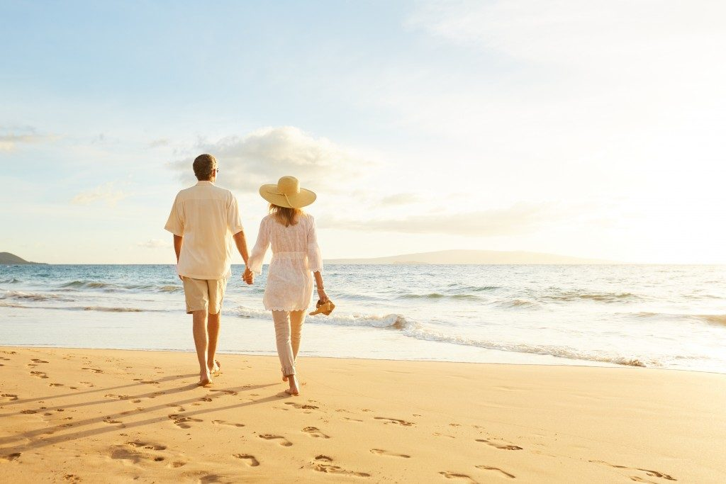 couple walking along the beach in hawaii