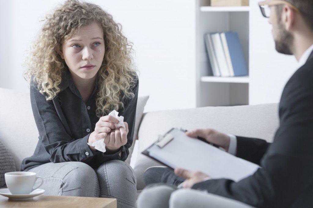 woman talking to a psychiatrist
