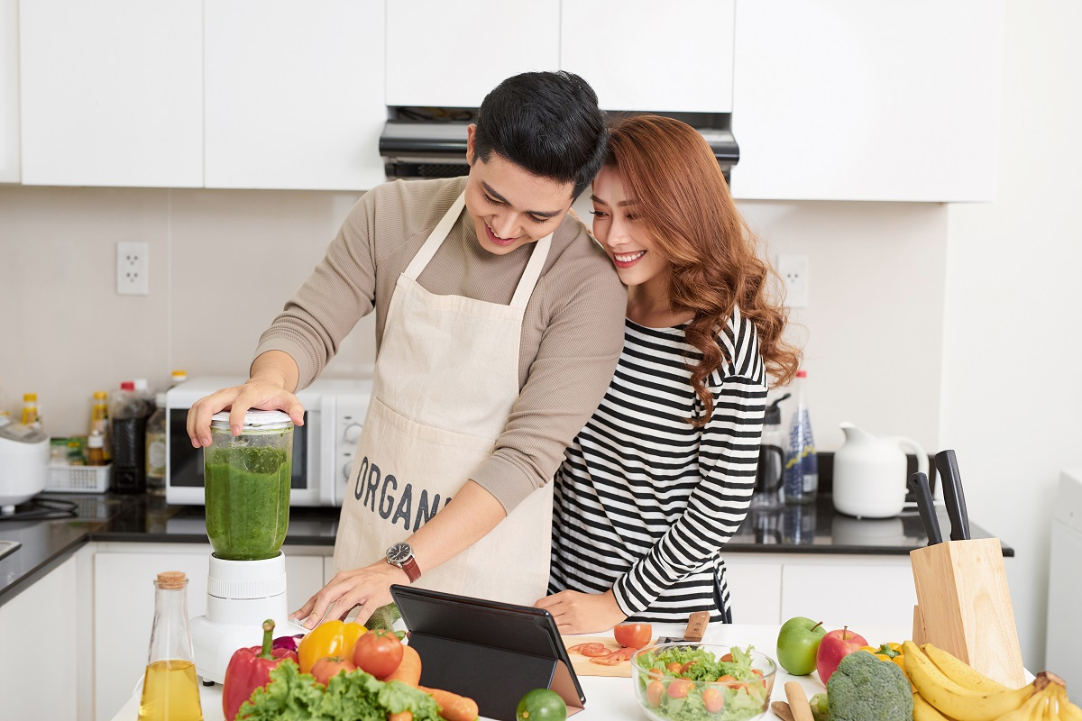 couple making fruit shake